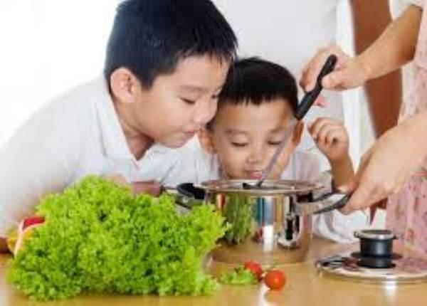 """Mách mẹ 10 món ăn vặt """"cực"""" tốt cho bé gái - Ảnh 1"""
