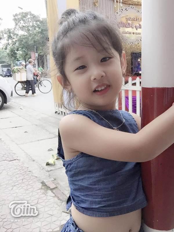 Hình ảnh đời thường đáng yêu của 'tiểu Lưu Diệc Phi' 4 tuổi - Ảnh 6