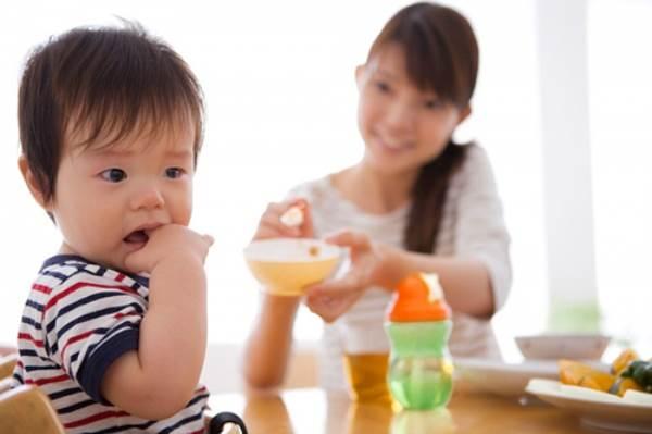 Mẹo hay trị tật ăn ngậm của bé - Ảnh 2