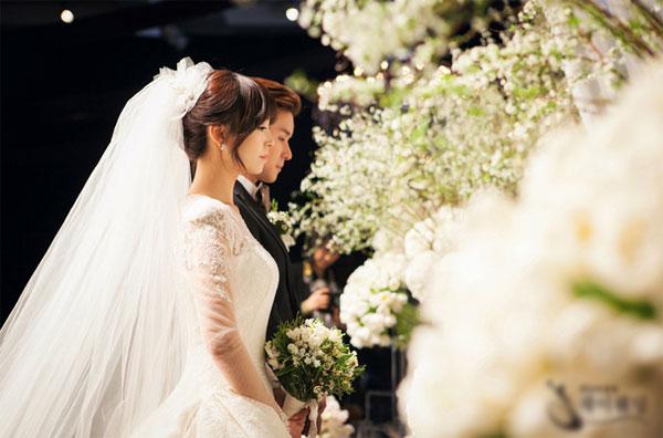 Đêm tân hôn, tôi đã phải nuốt nước mắt cởi váy cô dâu nhường lại chồng cho chị dâu của anh - Ảnh 1