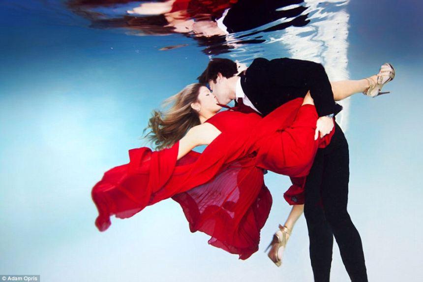 Chùm ảnh: Những cặp đôi đính hôn dưới nước