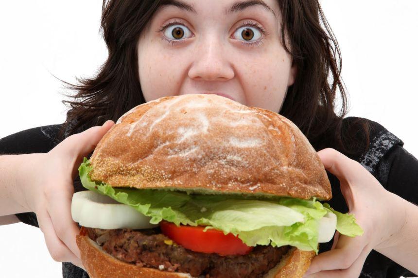 Những cách làm dịu dạ dày khi ăn quá no
