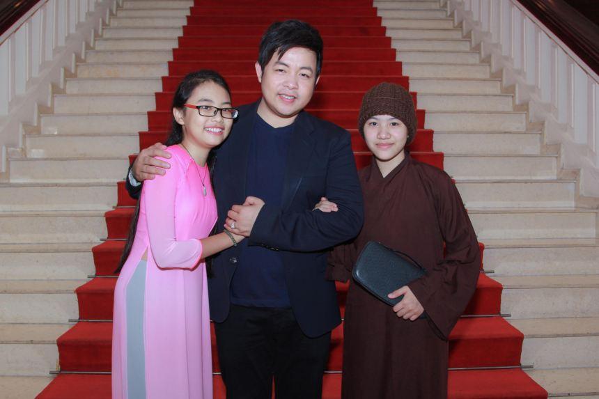 """Tranh cãi việc Quang Lê muốn con """"hoàn tục"""" để... chạy show?"""