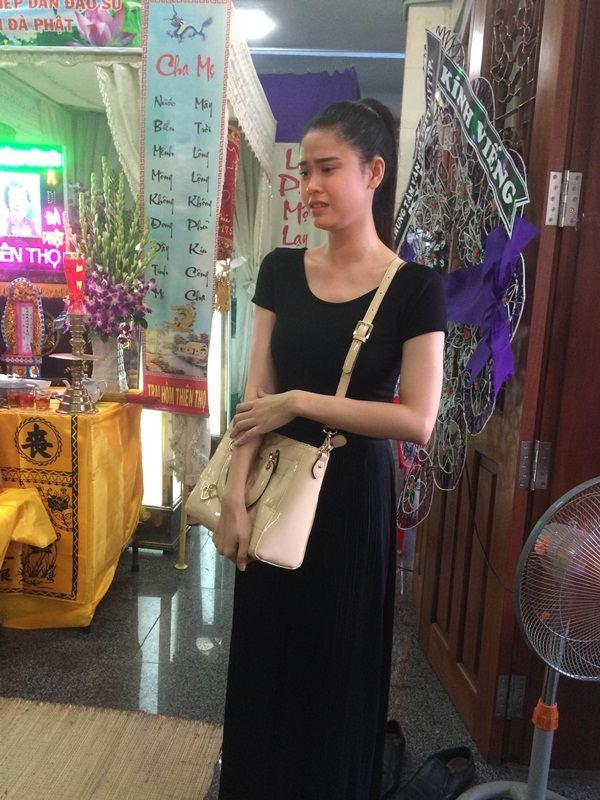 Trương Quỳnh Anh nức nở trước di ảnh Duy Nhân