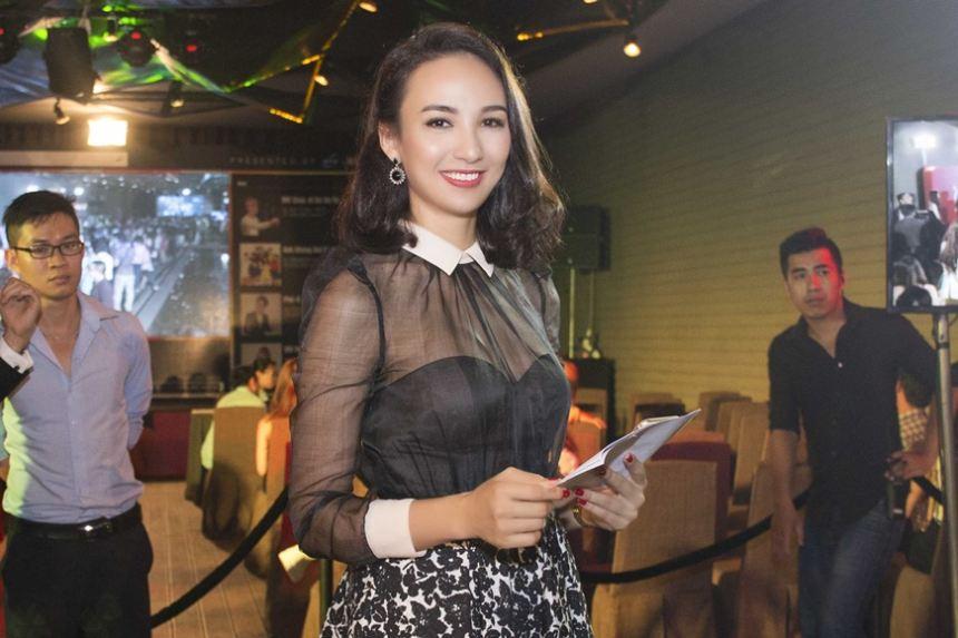Người đẹp Ngọc Diễm khoe sắc vóc điệu đà khi làm MC