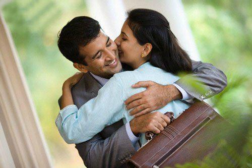 Hôn vợ trước khi đi làm, đàn ông sẽ nhanh giàu có và thành đạt hơn - Ảnh 1