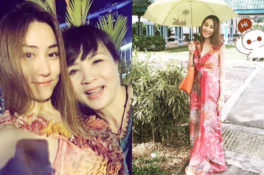 """Ngân Khánh xinh đẹp, """"sefie"""" cùng mẹ bên trời Sing"""