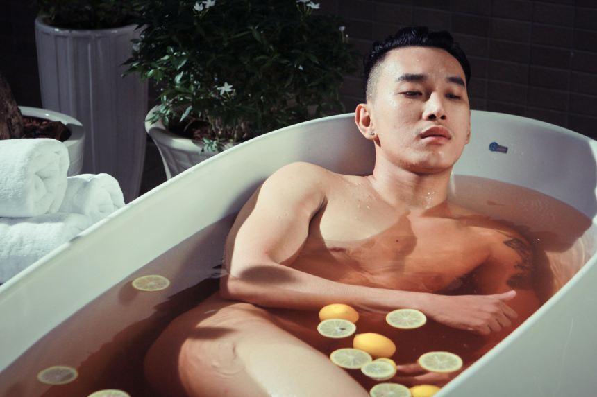 """Hoàng Kỳ Nam…nude 100% trong """"Căn hộ số 69"""" """"phiên bản MV"""""""