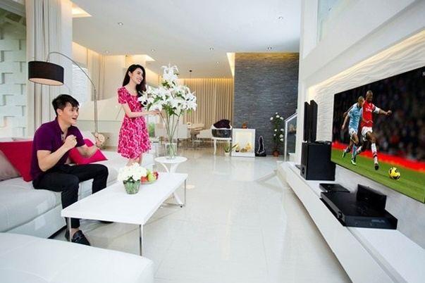 """Khám phá phòng ngủ đẹp """"như mơ"""" của vợ chồng sao Việt"""