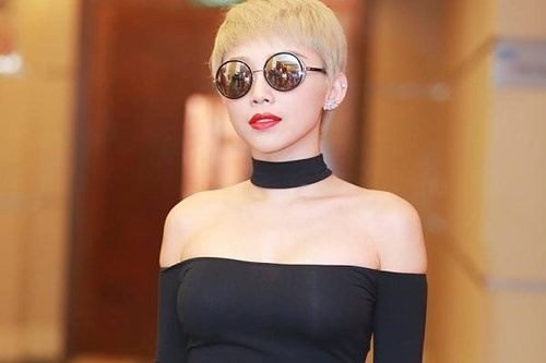 Tóc Tiên khoe vai trần, eo thon sexy