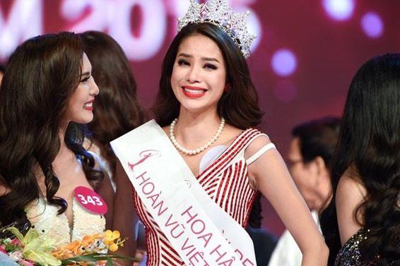 BTC giải thích về 'tai nạn tuột quai áo' của Phạm Hương