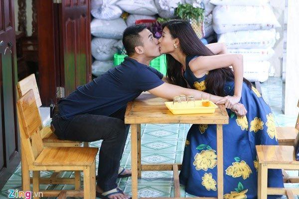 Thúy Diễm cưỡng hôn Lương Thế Thành