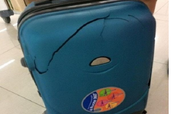 Vali tiền triệu vỡ khi gửi hành lý, đền 300 ngàn,Vietjet air nói gì?