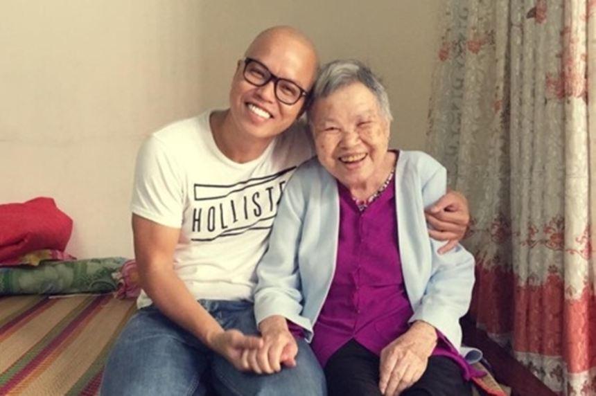 Có một Vũ Ngọc Đãng luôn hạnh phúc rạng ngời bên mẹ
