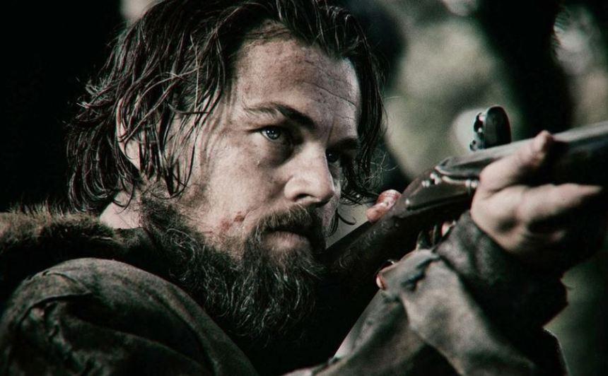 Leonardo DiCaprio suýt chết vì cá mập, máy bay, dù lượn