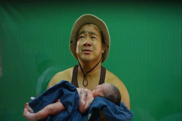 Vợ Hiếu Hiền nói gì trước chỉ trích cho con mới sinh 6 giờ đi đóng phim