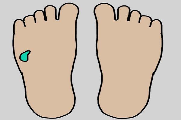 Bấm huyệt chân chữa bệnh: Chiêu 'độc' ít người biết