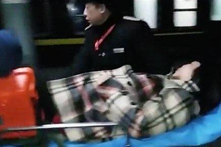Thai phụ lâm bồn giữa chuyến tàu về quê ăn Tết