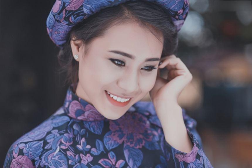 Hồ Bích Trâm diện áo dài đón năm mới tại quê nhà  Quảng Ngãi