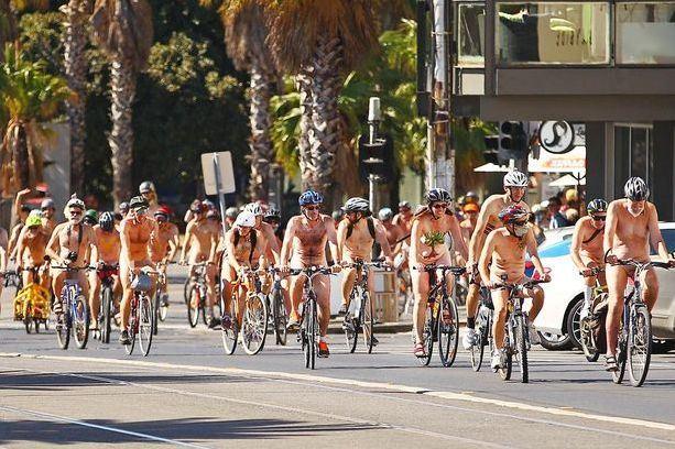 'Đỏ mặt' với lễ hội đạp xe khỏa thân thế giới tại Úc