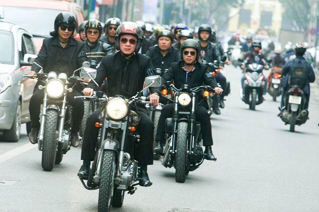 Trần Lập về nơi an nghỉ cuối cùng với tiếng motor rền vang của anh em bạn bè!