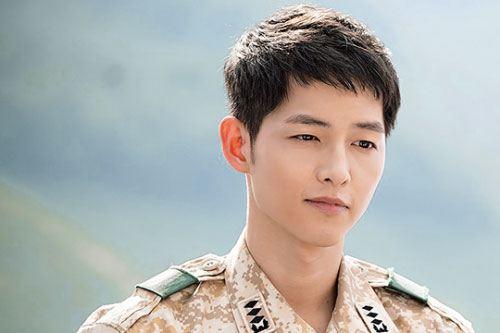 Song Joong Ki ngoài đời khác xa trong 'Hậu duệ mặt trời'