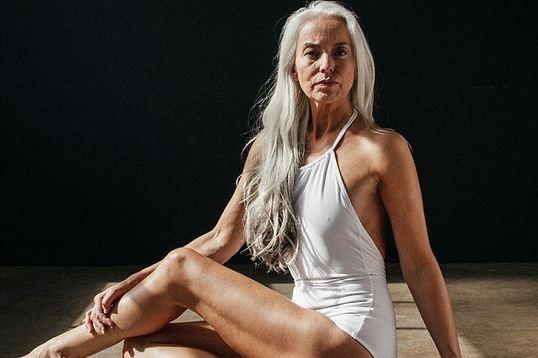 Tự tin quảng cáo đồ tắm ở tuổi 60