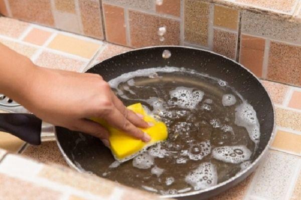 6 sai lầm khi dùng chảo chống dính nhà nào cũng mắc