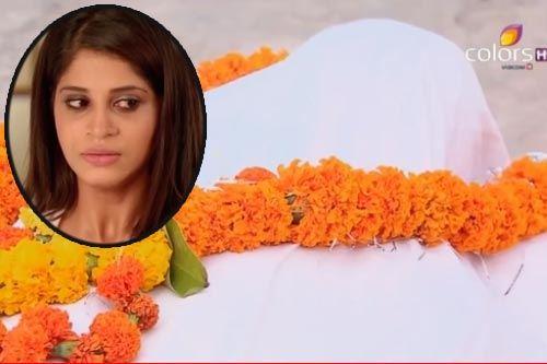 """Xem trước Cô dâu 8 tuổi - Tập 58: Rasika tiếp tục """"diễn kịch"""" mang xác chồng chết tới nhà Shiv"""