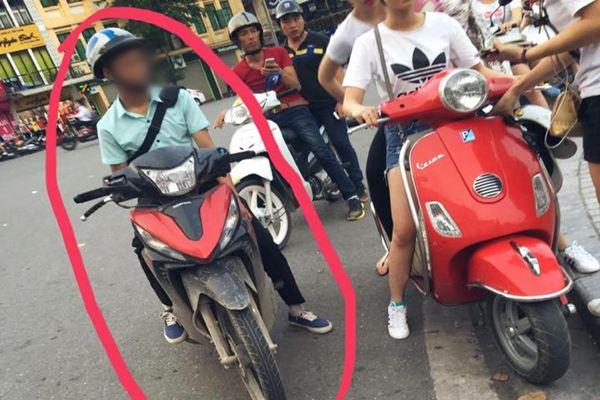 """Một thanh niên chạy theo hai cô gái để khoe """"của quý"""" ngay giữa đường phố Hà Nội?"""