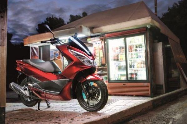 Honda ra mắt PCX125 mới, nâng cấp thiết kế lẫn tính năng