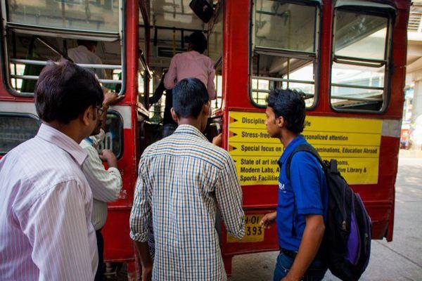 Ấn Độ buộc xe bus lắp nút báo nguy chống cưỡng hiếp