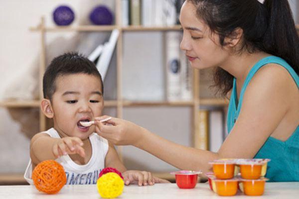 10 sai lầm khi cho con ăn chuyên gia dinh dưỡng khuyên bố mẹ cần sửa ngay