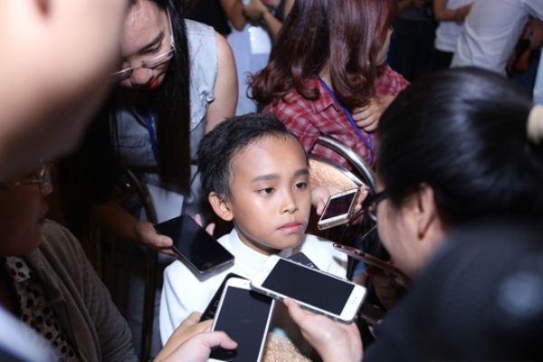 4 tháng thi Idol, Hồ Văn Cường chỉ được mẹ mua cho một bộ đồ