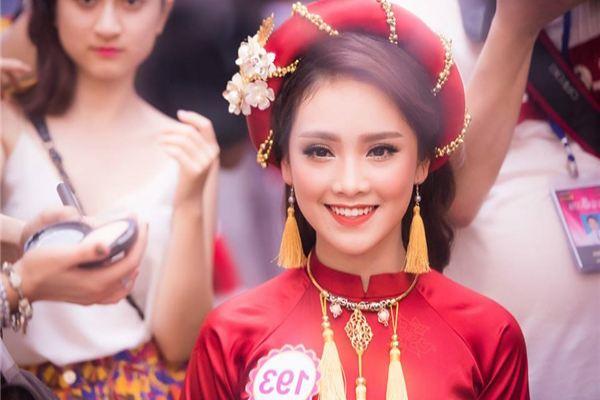 Cô gái xinh đẹp nổi bật, từng gặp TT Obama của Hoa hậu Việt Nam