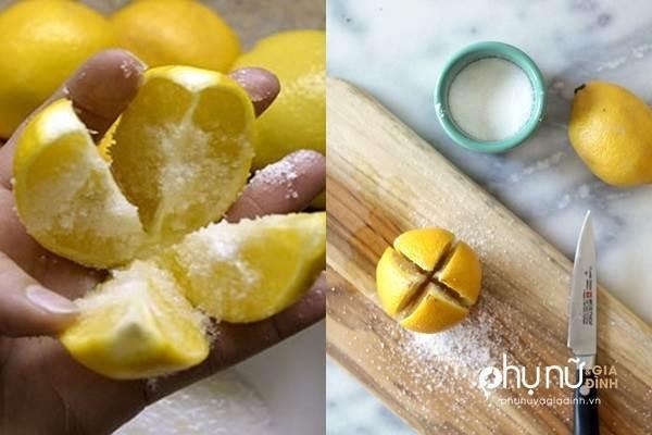 Cắt quả chanh làm tư, rắc thêm ít muối và đặt giữa bếp, bạn sẽ tiếc vì không biết mẹo này sớm hơn