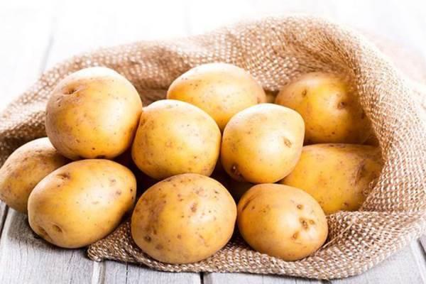 10 cách làm đẹp chỉ với một củ khoai tây