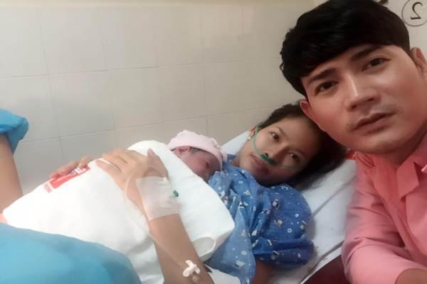 Quách Thành Danh hạnh phúc khoe ảnh con gái vừa ra đời