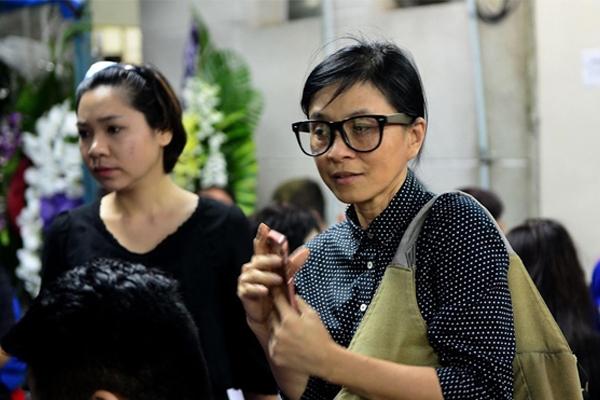 Cô gái xấu xí' Ngọc Hiệp đến tiễn biệt Minh Thuận lúc khuya