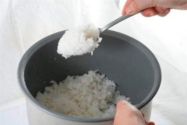 Thường xuyên ăn cơm nguội sẽ tăng nguy cơ mắc bệnh dạ dày