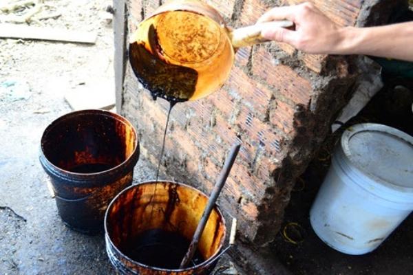 Mục sở thị sản xuất 'cà phê nguyên chất' từ đậu nành và hóa chất