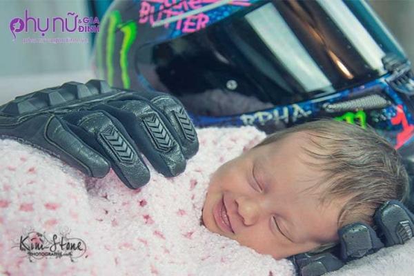 Người cha mất trước khi con gái ra đời, nhưng tấm ảnh này sẽ khiến bạn bất ngờ