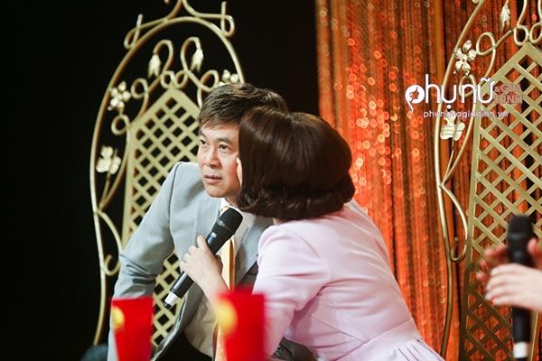 Bị Phi Nhung 'cưỡng hôn' trên ghế nóng, Thái Châu lo sợ bà xã ghen
