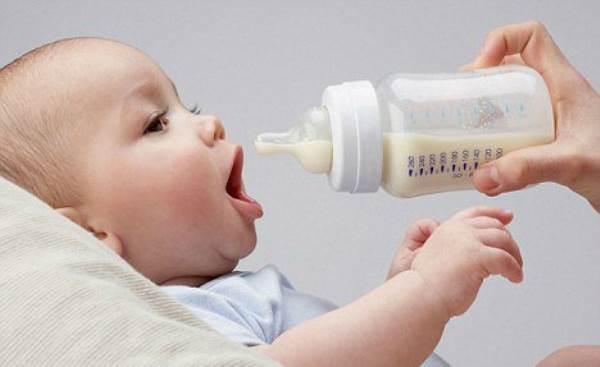 Quảng cáo sữa cho trẻ 1-2 tuổi: Nỗi lo của Bộ Y tế - Ảnh 1