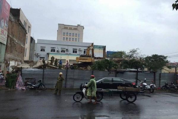 Tòa soạn báo Đà Nẵng sập khi đang tháo dỡ khiến 2 người tử vong