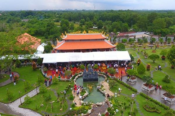 Nhà thờ Tổ của Hoài Linh mở cửa 3 ngày Tết Đinh Dậu