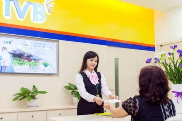 Indovina Bank tặng quà cho khách hàng gửi tiền