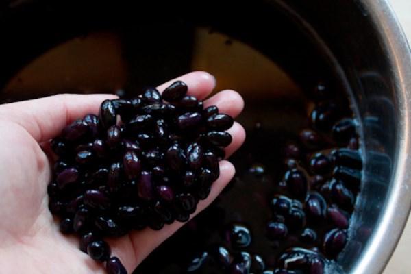Uống nước đậu đen rang liên tục trong 15 ngày – sững sờ với kết quả nhận được vào ngày thứ 16