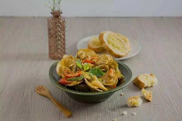 Ngao xào cà ri kiểu Thái - món ăn vặt đang lên ngôi