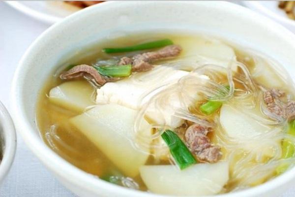 Canh khoai tây nấu kiểu Hàn chắc chắn sẽ khiến bạn thích mê
